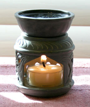 Aromatherapy diffuser made out of soapstone. This aromatherapy diffuser features a carved Celtic decoration around the base.
